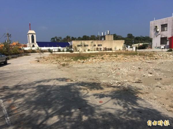 南化區公所原址已夷為平地,準備重建中。(記者吳俊鋒攝)
