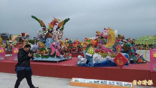 台灣燈會虎尾主燈區內的花燈競賽區展示所有參賽花燈。(記者廖淑玲攝)