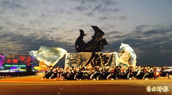 日本表演團隊在台灣燈會晚會演出滿堂彩。(記者廖淑玲攝)