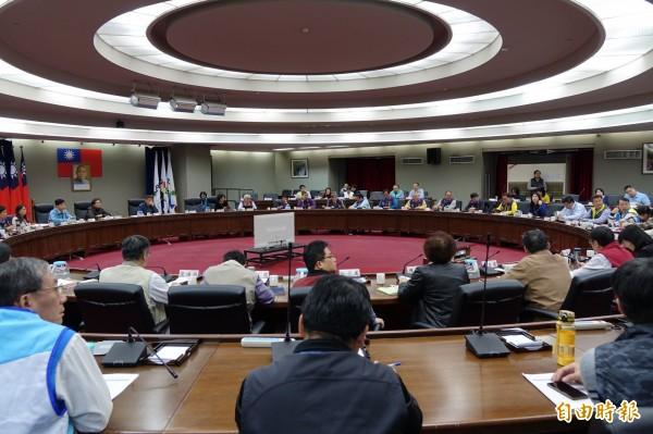 台北市政府今舉行106年度第一次里長座談會,共有17位來自文山區的里長參與座談。(記者沈佩瑤攝)