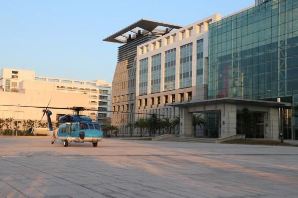 海鷗直升機降落國防部。(國防部提供)
