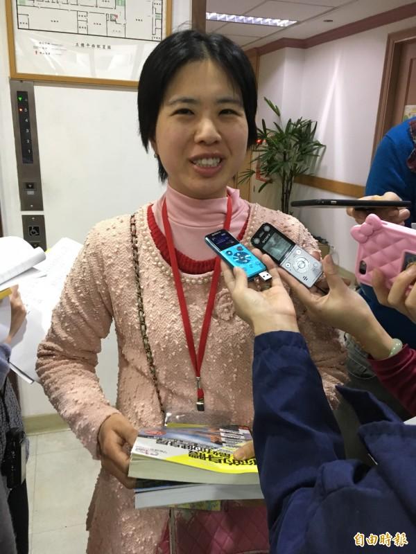 台北市民林佳穎去年借閱7294本書,以一年365天計算,平均一天閱讀近20本書,蟬聯全國借閱冠軍,已經是北市圖的VIP。(記者林曉雲攝)