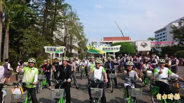 嘉南藥理大學捐贈T-Bike租賃站-嘉藥大學站落成啟用。(記者劉婉君攝)