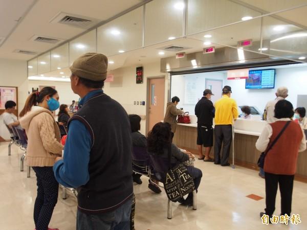 台東居家醫療的長照專員已可從醫院出院準備服務時就開始評估。(記者王秀亭攝)