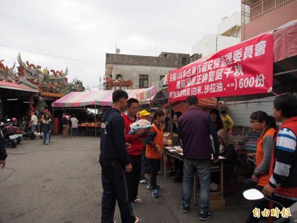台東市一名男子受土地公託夢,促成台東福安宮首次的賑災活動。(記者王秀亭攝)
