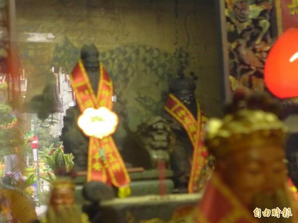 三重區同仁宮供奉福德正神,神尊由石材打造,重達18台斤為新北市最重者。(記者李雅雯攝)