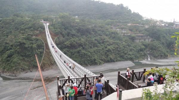 屏東山川琉璃吊橋3月1日可雙向進入(圖由三地門端往瑪家端拍攝)。