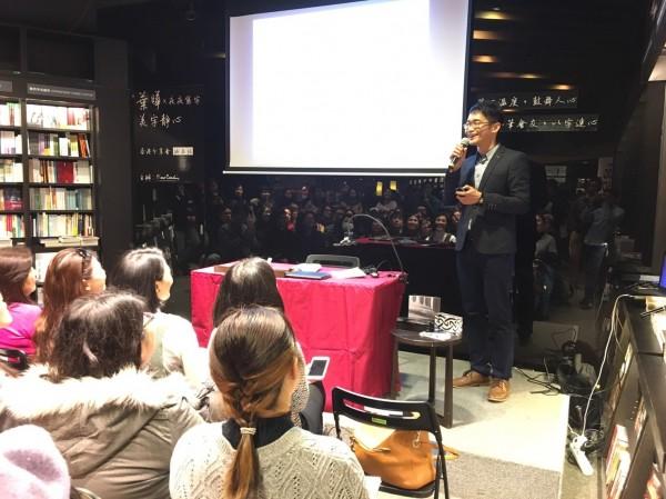葉曄也於香港誠品進行寫字分享,現場座無虛席,聽講者甚至還要站著聆聽。(手寫時光工作室提供)