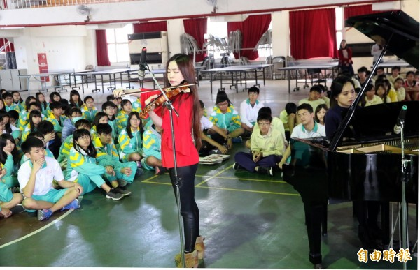 高市「台灣88」校園巡迴音樂會為偏鄉學童帶來豐盛的音樂饗宴。(記者蘇福男攝)