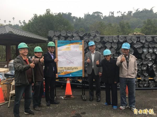 古坑東和新庄山區自來水管延管工程動工,預計7月底完工,屆時山區住戶就有自來水可用。(記者黃淑莉攝)