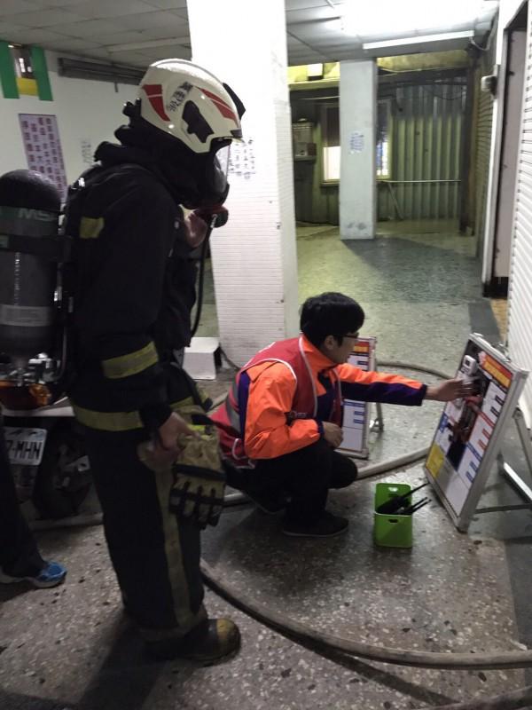 龍潭一家長期照顧中心火警,一度多人受困。(記者李容萍翻攝)