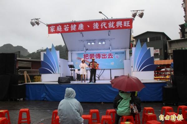 北北基安定力量聯盟今天在瑞芳發起罷免立委黃國昌行動。(記者林欣漢攝)