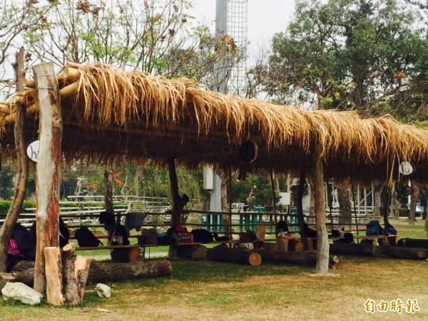 工寮由原住民專班師生合力完成。(記者羅欣貞攝)