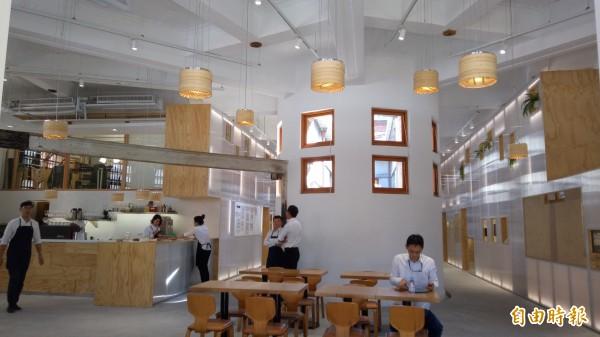 新富町文化市場內,包含展演空間、教學廚房、講堂教室、共同工作室與輕食業者。(記者黃建豪攝)