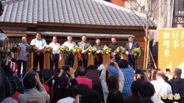 台北市長柯文哲率領市府官員出席新富町文化市場開幕前記者會。(記者黃建豪攝)