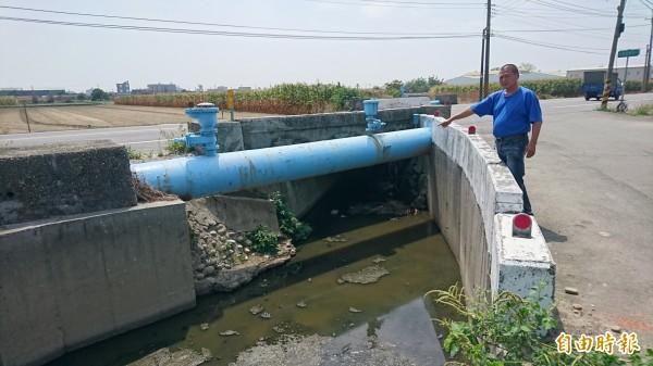 下營仁里橋阻礙橋下排水須改建,問題在橋高多少。(記者楊金城攝)