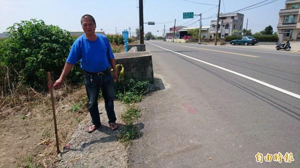 居民要求仁里橋改建新橋的橋高,比現有路面高度要在30公分高內。(記者楊金城攝)