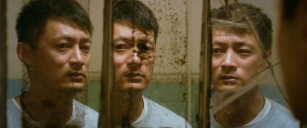 余文樂在電影《一念無名》展現《分裂》般的精神分裂演技。(甲上娛樂提供)
