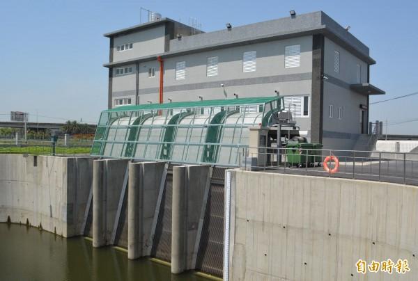 市府斥資一億元興建的霧峰車籠埤抽水站已經完工,將能大幅改善沿岸淹水情形。(記者陳建志攝)