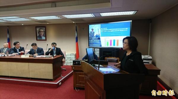 淡大建築系助理教授劉欣蓉指出,歐美國家都在推廣「步行城市」,台灣仍缺乏此一概念。(記者陳鈺馥攝)