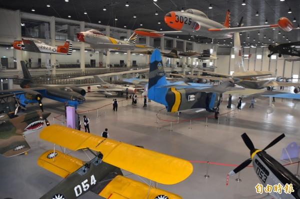 3300多坪飛機陳展區,地面陳列22架、空中懸吊19架軍機。(記者蘇福男攝)