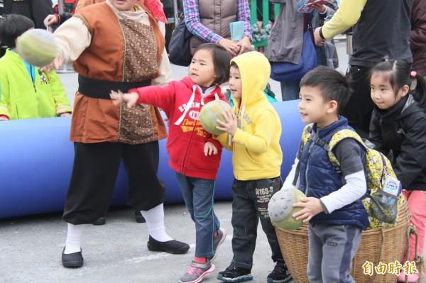 基隆兒童藝術節登場,小朋友玩得好嗨。(記者林欣漢攝)