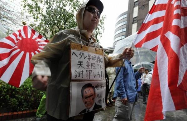 日本右翼團體的排外情緒高漲,不少激進成員辱罵韓國人為罪犯和蟑螂,甚至呼籲殺害外國人士。(法新社)