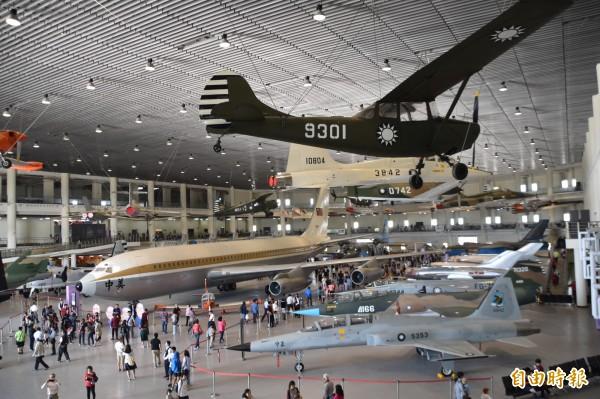 航空教育展示館3300多坪飛機陳展區,珍藏41架軍戰機,整個場館宛如一部我國近代空軍建軍史。(記者蘇福男攝)