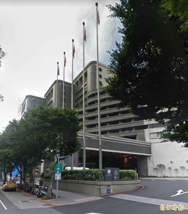 台北市某酒店繼去年10月間,女子著紅衣輕生,再度發生女子上吊。(記者陳恩惠攝)