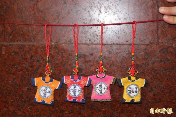 斗六市公所準備限量精美香包,要送給媽祖信眾。(記者詹士弘攝)