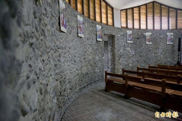 以來義溪河床的鵝卵石一顆一顆堆疊而成的「玉環天主堂」,在1965年由德國建築師打造,精密計算排列成堅固牆面。(記者邱芷柔攝)