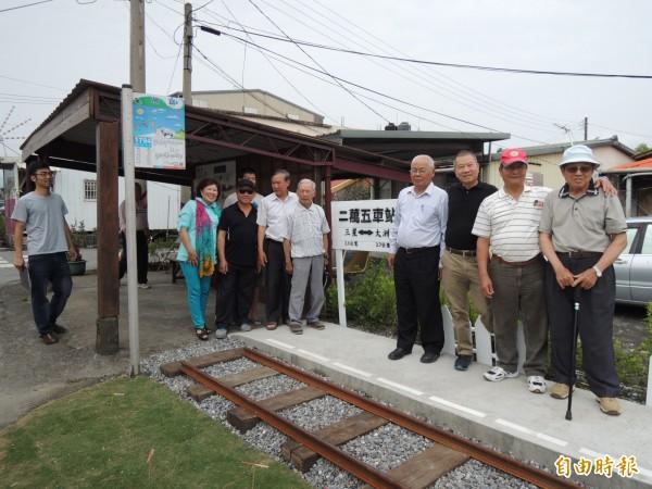 三星鄉大義社區居民重建的二萬五車站今天啟用。(記者江志雄攝)
