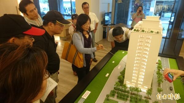 未來台灣府考棚遺構將移回發現原址,即新建大樓庭院陳列展示。(記者劉婉君攝)