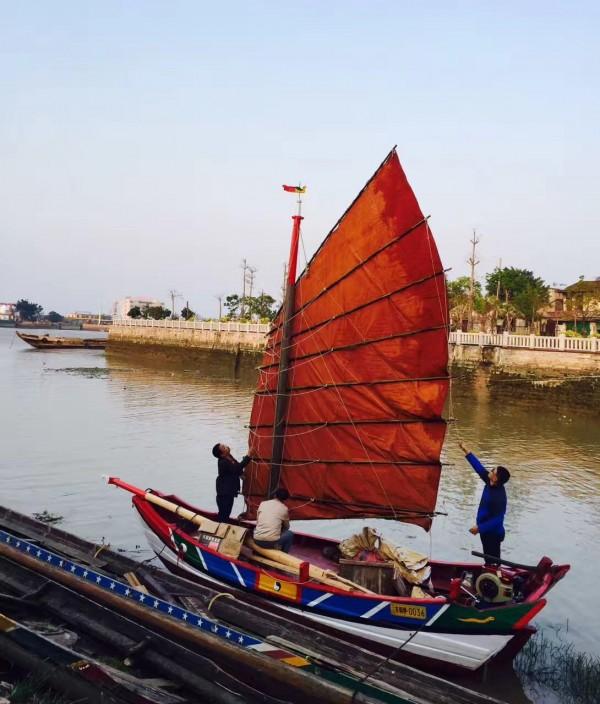 中國廈門打造仿古木船,預計從廈門沙坡尾啟航,沿著古航路駛抵台南運河。(鄭道聰提供)