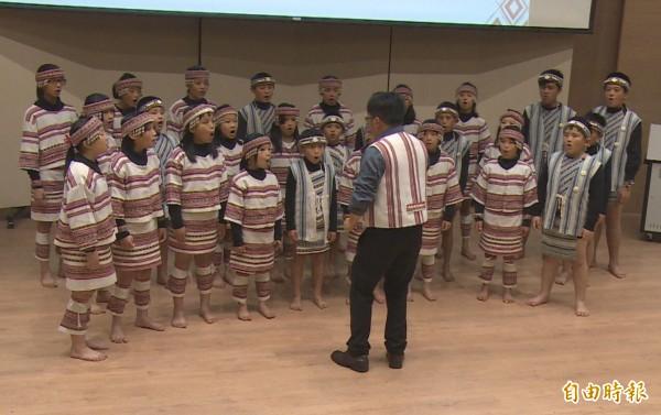 五峰鄉戶政事務所表示,尊重原住民族人恢復族名,但仍應配合全國統一規範。圖中人物與本新聞無關。(記者廖雪茹攝)