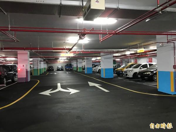 積穗國小新增兩層地下停車場,緩解當地停車難解的問題。(記者張安蕎攝)