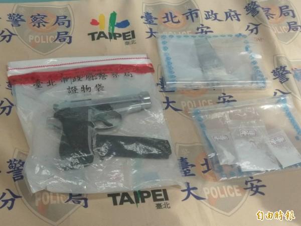 38歲男子許勝家與謝姓女友涉嫌擁槍持毒,其中許男半年被警方抓槍3次。(記者姚岳宏攝)