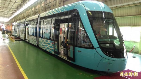 安坑輕軌車型將與淡海輕軌車型相同(如圖),外表塗裝則另外設計。(資料照,記者何玉華攝)