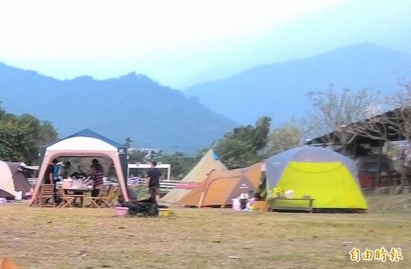 台灣露營風潮日盛,被估計商機高達20億以上。(記者蔡文居攝)