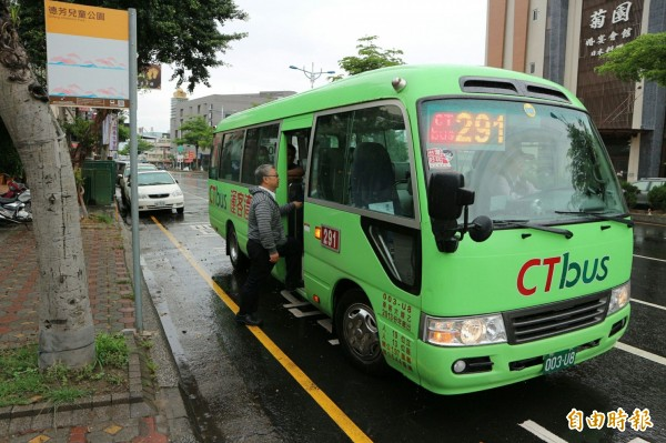 公車路網改革,以「供給導向」規劃偏鄉新路網,二九一路公車率先上路。(記者黃鐘山攝)