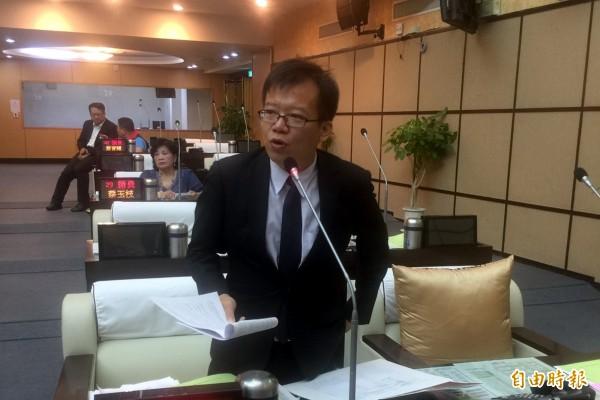呂維胤批台南醫療觀光成效不彰,要求衛生局務必加強宣傳。(記者蔡文居攝)