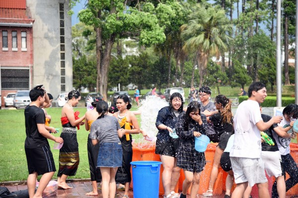 泰國文化暨潑水節熱鬧登場。(圖由屏東科技大學提供)