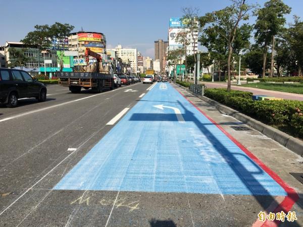 高市劃設第一條左轉機車專用道。(記者王榮祥攝)