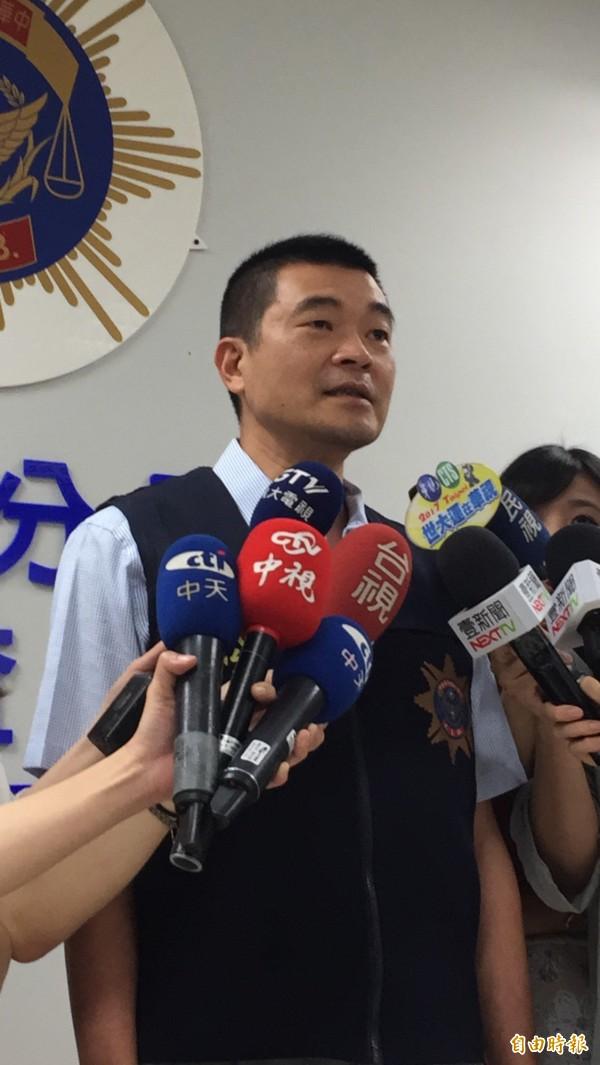 台北市松山警分局偵查隊長黃水願說明。(記者陳恩惠攝)