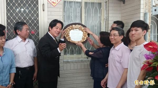 台南市歷史名人陳玉峰、陳壽彝父子故居掛牌。(記者劉婉君攝)