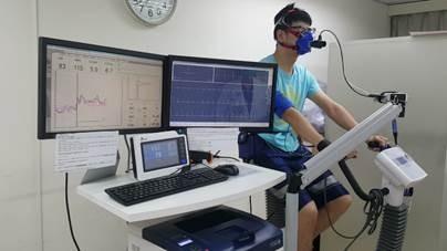 圖為運動心肺功能測試中的情形。(記者蔡彰盛翻攝)