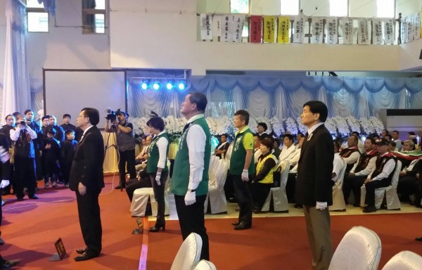 桃園市長鄭文燦等人出席許崇文告別式致意。(呂林小鳳提供)