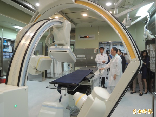 新竹縣唯一的重度級急救責任醫院的東元醫院,設置第2間心導管室,並重金引進低輻(記者廖雪茹攝)