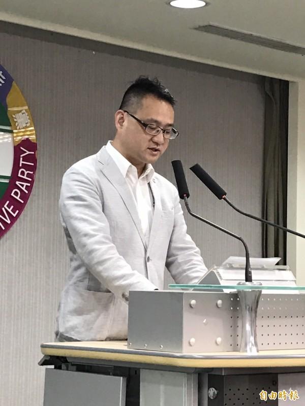 阮昭雄表示,民進黨樂見並肯定大法官釋憲保障同性婚姻合法化的這項結果。(記者蘇芳禾攝)