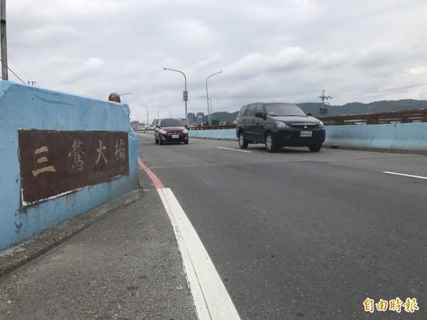 三鶯大橋將以邊拆舊橋、邊蓋新橋方式改建。(記者張安蕎攝)